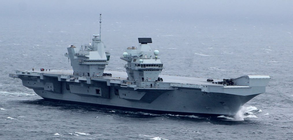 HMS Queen Elizabeth at sea