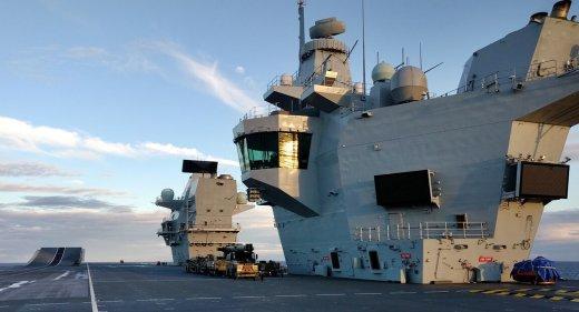 HMS Queen Elizabeth twa islands
