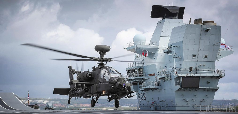 Apache lands on HMS Queen Elizabeth