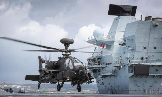 Apache lands on HMS Queen Elizabeth